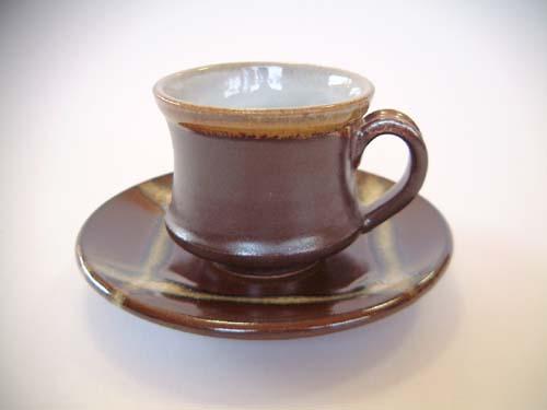 深紅色コーヒーカップとお皿のセット